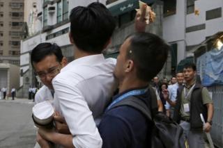 CY Leung oo cunto lagu tuurayo markii uu u yimid in uu codeeyo