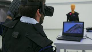 تقنية تسمح للمستخدمين التحكم بالطائرات دون طيار عبر الجسم