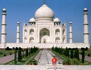 The Princess of Wales in front of the Taj Mahal, in 1992