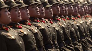उत्तर कोरिया की महिला सैनिक
