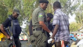 Des experts de la police de Kano sur le site de l'explosion d'une bombe (illustration).