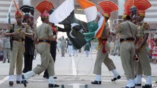 معبر واجاه في كشمير رمز للخلاف بين البلدين