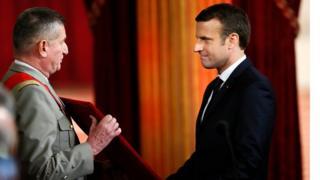 Новый президент Франции получает атрибуты Великого магистра Ордена почетного легиона