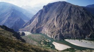 نیواڈو مسمی، پیرو