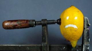 Лимон в тисках