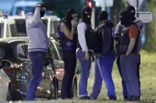 French police take part in a raid in Boussy-Saint-Antoine near Paris. Photo: 8 September 2016