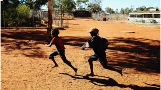 Aboriginal children play in Mutitjulu