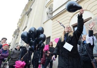 """Varşova'daki """"Din Adamlarına Veda"""" eylemi"""