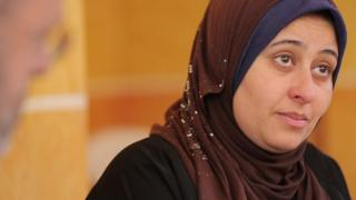 إيمان نصر طه والدة حامد أحد ضحايا حادث الغرق ومازال مفقودا