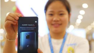 A worker presents a 5G smartphone Mate 20X at a Huawei Store on July 27, 2019 in Taiyuan, Shanxi Province of China.