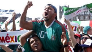 Desde el primer gol de Carlos Vela, comenzó la alegría para los seguidores del Tri.