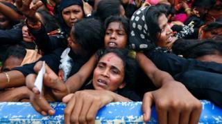 أكثر من 400 ألف مسلم روهينجي فروا إلى بنغلاديش