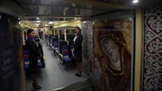 Внутренне убранство поезда, отправленного сербскими властями в Косово