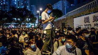Người biểu tình Hong Kong dùng Bluetooth Bridgefy để liên lạc không cần internet