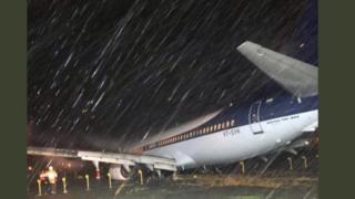 विमान घसरलं