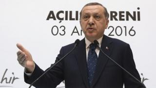 Erdoğan bir alışveriş merkezinin açılışında konuştu