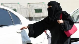تحظر السعودية على المرأة قيادة السيارات