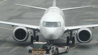 بوينغ تعترف أنها كانت على علم بمشكلة في الطائرة ذات الطراز 737 ماكس