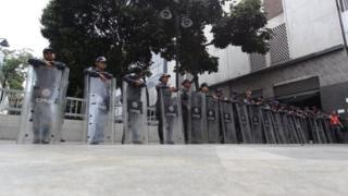 Fuerzas de seguridad rodean la Asamblea Nacional