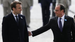 Эммануэль Макрон (слева), Франсуа Олланд