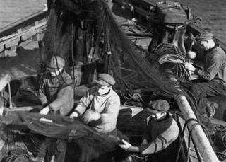 Scene from 1929 silent film Drfiters