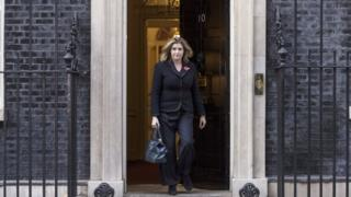 Пенни Мордент выходит из резиденции премьер-министра