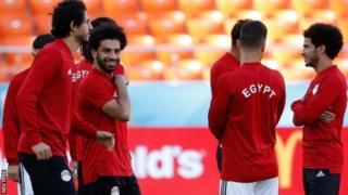 Mohamed Salah (uwa gatatu i bubamfu) yinjirije Liverpool ibitsindo 44 mu mahiganwa yose yo mu 2017-18