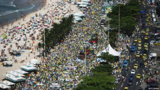 Protesters march calling for the impeachment of President Dilma Rousseff along Copacabana beach on 16 August 2015