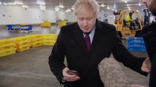 Vídeo viral de Boris Johnson pressionado esquenta campanha a 3 dias de eleição no Reino Unido