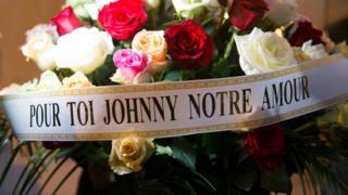 Une gerbe de fleur déposée le 6 décembre au domicile du chanteur à Marnes-la-Coquette