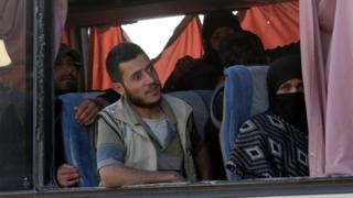 3 Nisan günü bazı Ceyş-ül İslam militanlarının aileleriyle birlikte Duma'dan ayrılmasına izin verilmişti