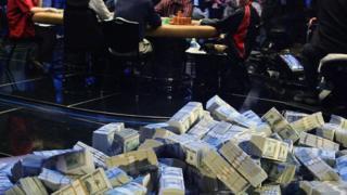 مجموعة ضخمة من الدولارات