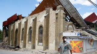Edificio en ruinas en Haití.