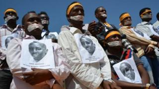 Waandishi wa Somalia wakiandamana kufungwa kwa mwenzao