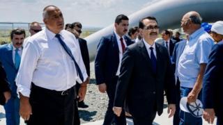 Menteri Energi Turki Fatih Donmez (kanan) mengatakan tidak akan membiarkan warganya hidup dalam kegelapan.
