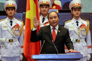 Newly elected Vietnamese Prime Minister Nguyen Xuan Phuc is sworn in during a ceremony at parliament house in Hanoi on 7 April 2016