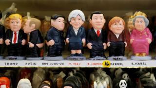 """西班牙巴塞罗那一家传统加泰罗尼亚""""加卡內""""陶瓷人偶店内出售的世界领袖人偶(14/12/2018)"""