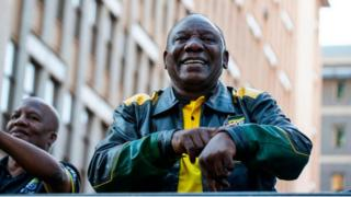 Cyril Ramaphosa va exercer son premier mandat de cinq ans après avoir achevé le mandat de Jacob Zuma.