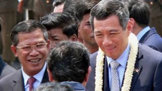Thủ tướng Hun Sen đón tiếp Thủ tướng Lý Hiển Long ở Phnom Penh năm 2005