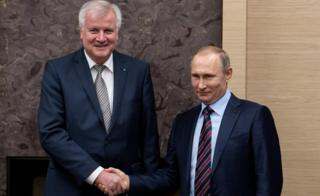 Russian President Vladimir Putin (r) receives Bavarian State Premier Horst Seehofer (L) at his Nowo-Ogariowo residence near Moscow, Russia (3 Feb)