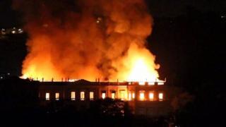 حريق ضخم يلتهم متحفا عمره 200 عام في البرازيل