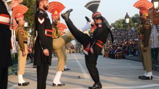 印巴两国边境军人换岗仪式