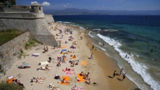 Fransa'nın Akdeniz'de bulunan Korsika adası turistlerin sıklıkla gittiği bir yer