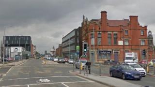 Wellington Road South junction with Longshut Lane