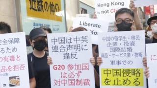 在大阪鬧市示威的香港青年:「求助特朗普是最好辦法」