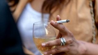 दारू आणि सिगरेट