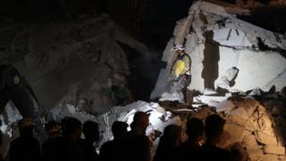 ركام نتيجة قصف جوي