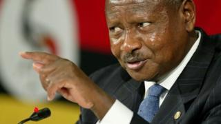 """Bwana Museveni amewashauri vijana juu ya kile alichokiita """"nidhamu ya jamii"""" kwa kupunguza matumizi yasiyo ya lazima"""