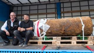 Bomb disposal experts with the huge bomb (03 September 2017)