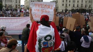 Protesta contra el indulto a Alberto Fujimori en Perú